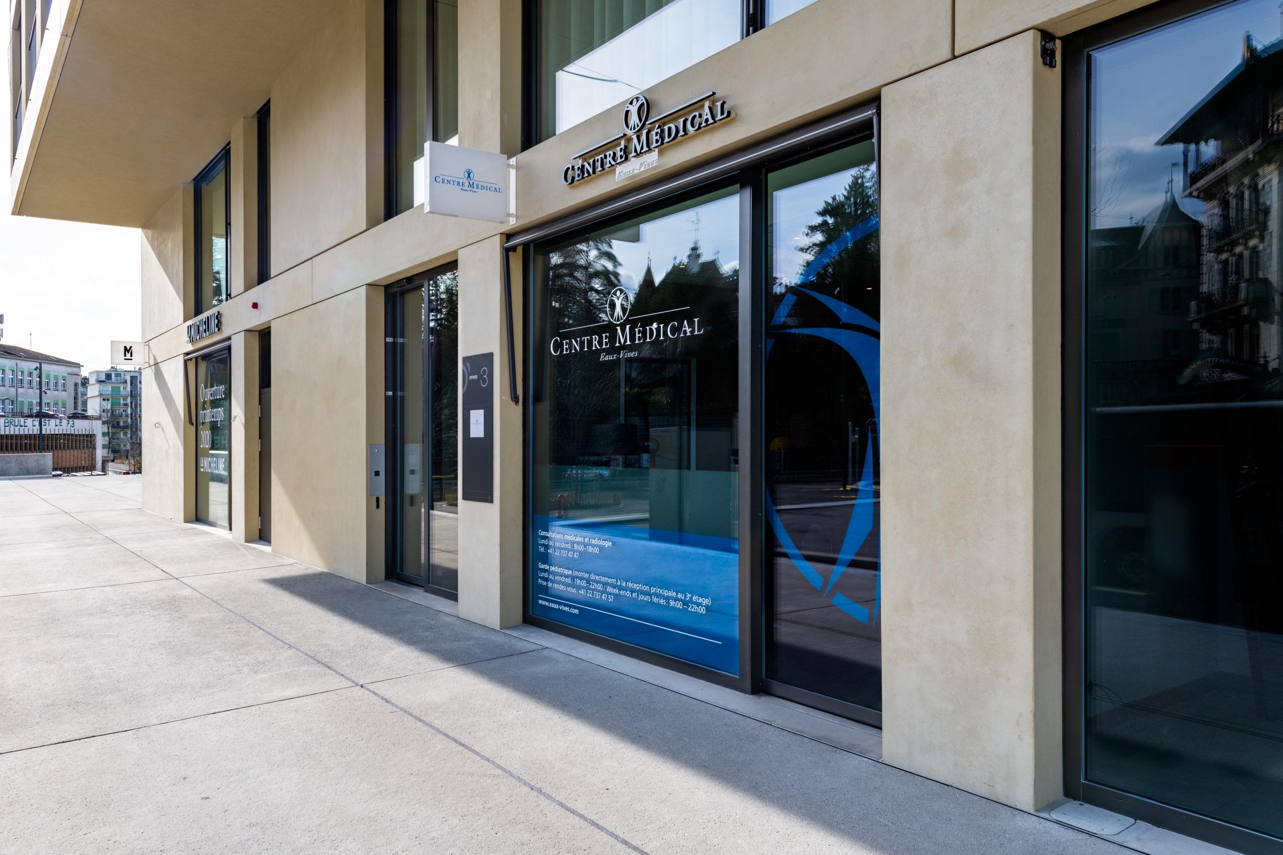 Entrée principale du Centre Médical des Eaux-vives + Garde Pédiatrique